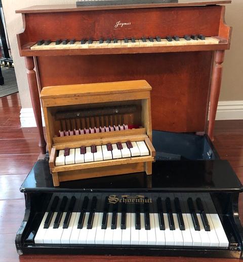 many toy pianos