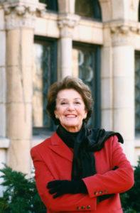 Vivian Perlis outside a building at Yale.