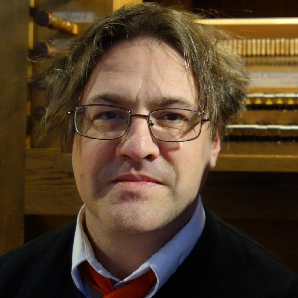 Kurt Knecht in front of an organ.